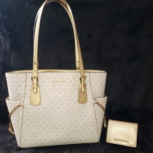 Michael Kors Voyager Logo Tote Bag With Wallet.
